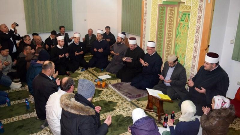 Muftija tuzlanski podijelio radost mevluda sa džematlijama Ugljevika (Medžlis IZ Bijeljina) – FOTO