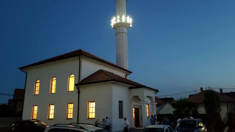 FOTO: 17. noć mjeseca Ramazana u Ahmed-age Krpića džamiji u Bijeljini.