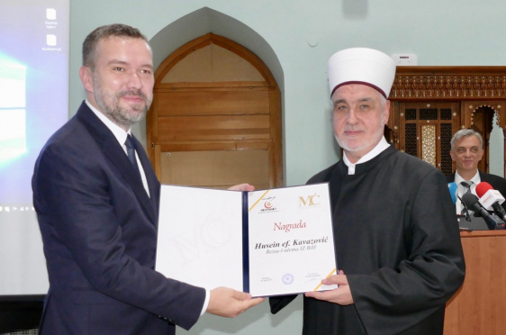 """Reisu-l-ulemi uručena nagrada Fondacije """"Muradif Ćato"""" za 2018. godinu"""