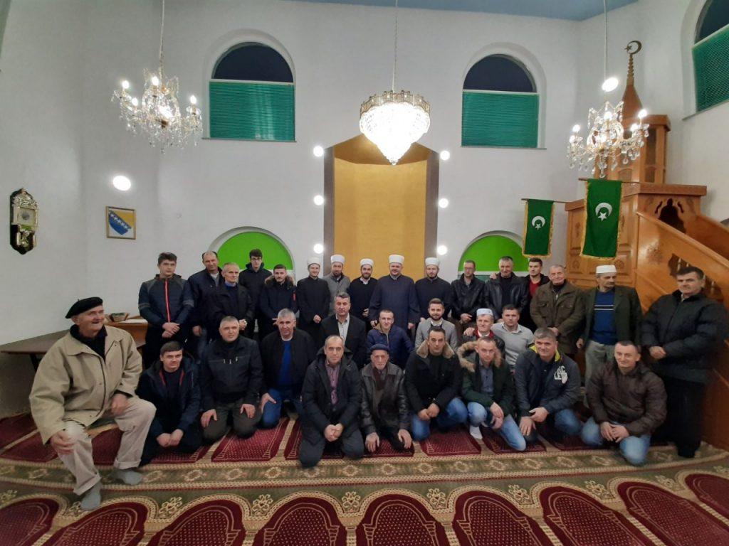 Mevlud u džematu Glinje povodom renoviranja enterijera Azizija džamije