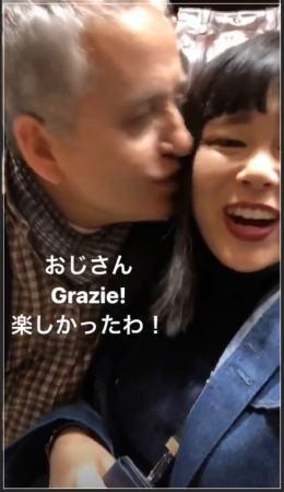 ブルゾンちえみ(藤原史織)がイタリアに一人旅へ行った時のインスタグラムのストーリー画像でおじさんにキスされている