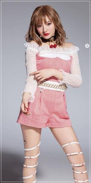 安斉かれんのデビュー時のスタイルの良さがわかる画像