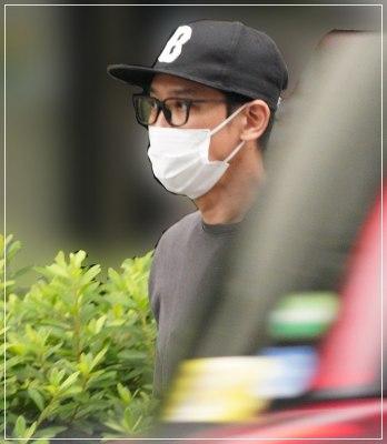 結婚相手朝海ひかるとのデート現場がフライデーされたV6坂本昌行がマスクをした顔画像