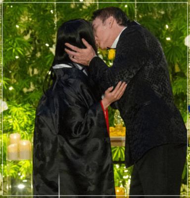 ベガスで結婚式を挙げたニコラスケイジと嫁の芝田璃子の2ショットキス画像