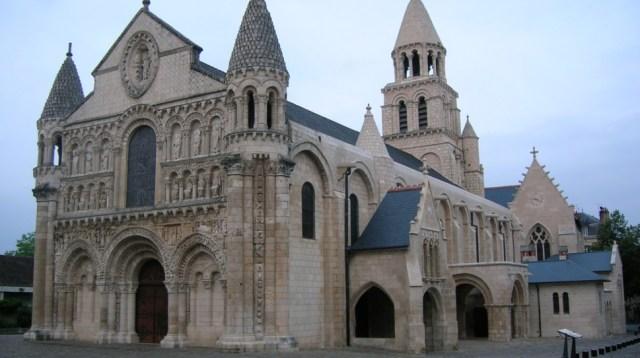Kościół-w-Poitiers.-Fot.-wikimedia-1-970x542