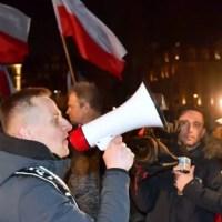 """Trzy zarzuty dla Jacka Międlara, organizatora """"Marszu Polaków"""". We Wrocławiu polała się krew [WIDEO]"""