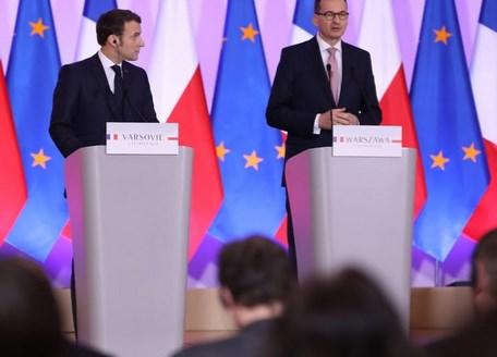 Mateusz Morawiecki i Emmanuel Macron podczas wspólnej konferencji