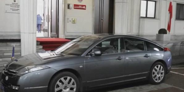 Samochód Emmanuela Macrona uległ awarii. Prezydent Francji nie chciał auta SOP, wolał pomoc ambasad