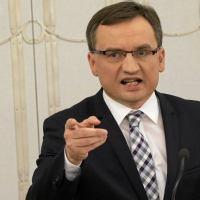 MINISTER ZIOBRO WYDAŁ ZARZĄDZENIE - Wszyscy prokuratorzy w Polsce mają traktować organizatorów nielegalnych zgromadzeń jak przestępców. Będą stawiane zarzuty, będzie grozić im nawet do ośmiu lat więzienia