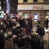 Antifa katuje człowieka pałkami teleskopowymi w Warszawie! + 18 UWAGA DRASTYCZNE WIDEO!!!  ☀Autor Gabi☀