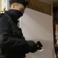 Polska policja wyniosła księdza z kaplicy.. ☀Autor Gabi☀