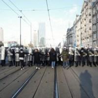 """Policja zaczęła strzelać do uczestników """"Marszu o wolność"""". """"Strzelali do każdego jak popadnie"""" [WIDEO]  ☀Autor Gabi☀"""