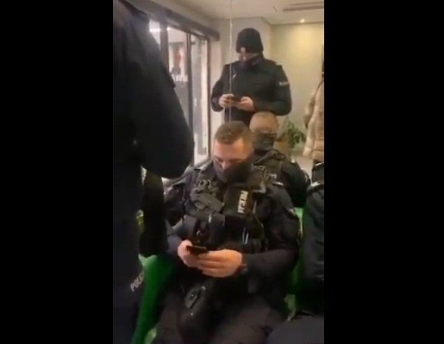 SP PILNE !! Uzbrojone po zęby oddziały POLICJI szykują się na protest w Warszawie 13.12.2020r.