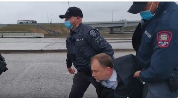 USA Z ostatniej chwili |Pastor Artur Pawłowski został aresztowany.