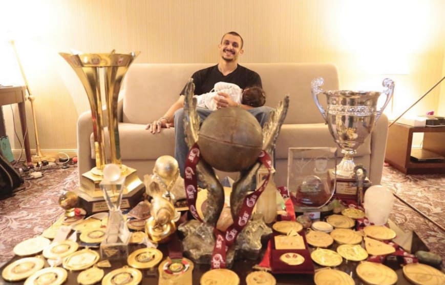 Mizo Amin with his 22 golden medals