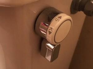 トイレがつまってしまったらレバーには触れないで!