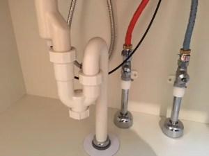 排水管のつまり修理は簡単な様ですが難度は高いので自身の無い方は無理に行わない方が良いでしょう