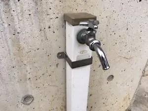 屋外給水管からの水漏れ