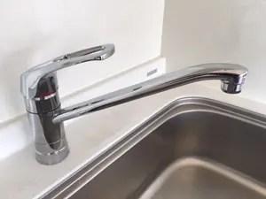 台付シングルレバー混合水栓の場合