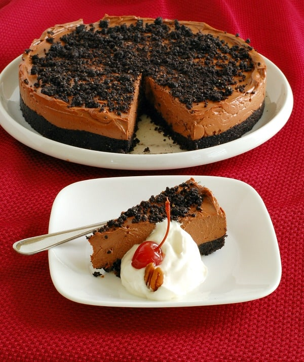 Rich and easy no-bake chocolate cheesecake sliced and ready to serve. | mjbakesalot.com