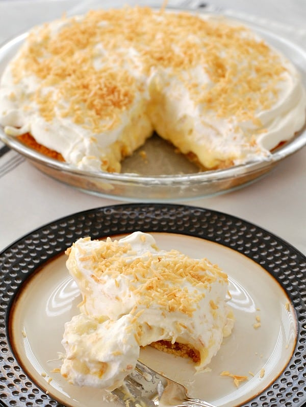 The only thing better than a big slice of piña colada pie, is having enough to share with your family and friends, and still having enough to enjoy a slice the next day. | mjbakesalot.com