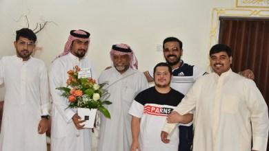 Photo of لاعبو نادي الجوف يعودون رئيسهم