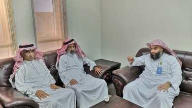 Photo of شيخ قبيلة القضب في زيارة لرئيس هيئة محافظة الدرب بمكتبه