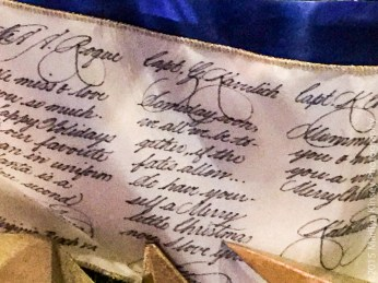 This is an inscribed ribbon used as garland. It contains messages to military personnel.