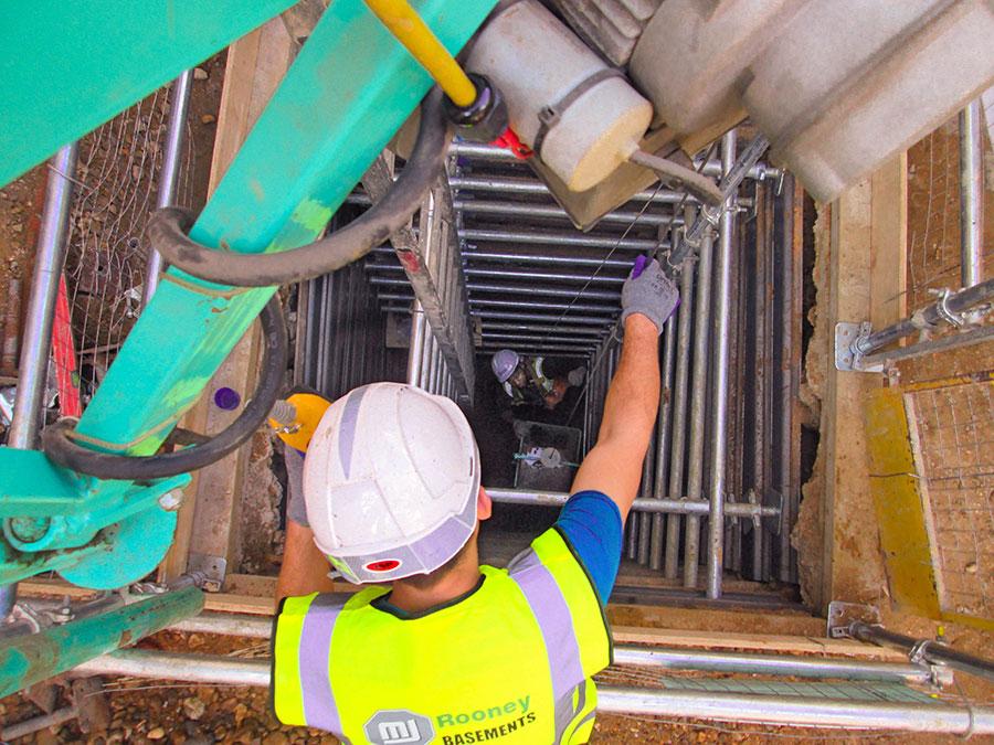 Civil engineering underpinning shaft temporary works