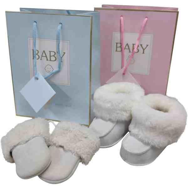 kraamcadeau-set-in-luxe-verpakking-baby-slofjes-baby-wanten-wit-6-15-maanden-unisex-mjsupplies