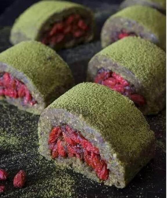 Goji berries and flour