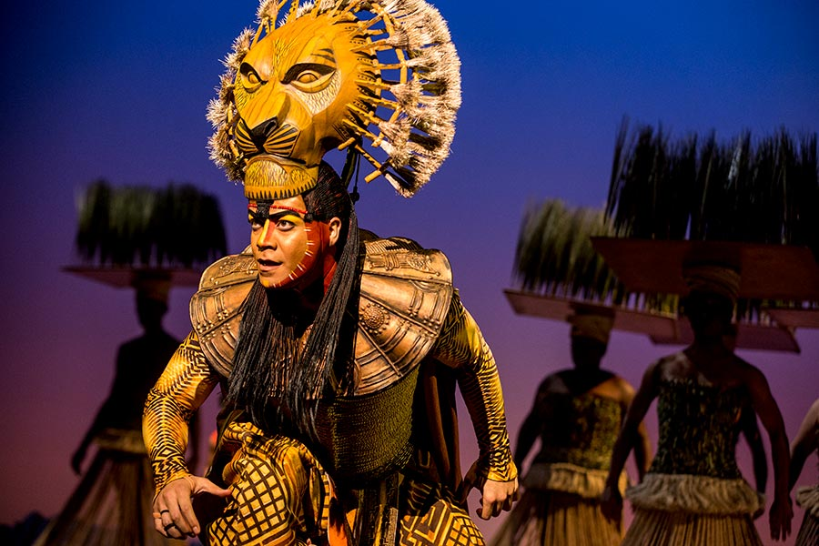 """Gerald Ramsey as """"Mufasa"""" in THE LION KING North American Tour. ©Disney. Photo by Matthew Murphy."""