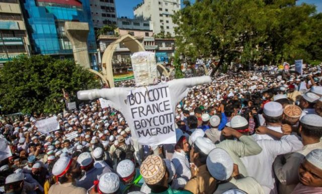 South Asia witnesses mass protests as Muslim anger mounts against France -  La Prensa Latina Media