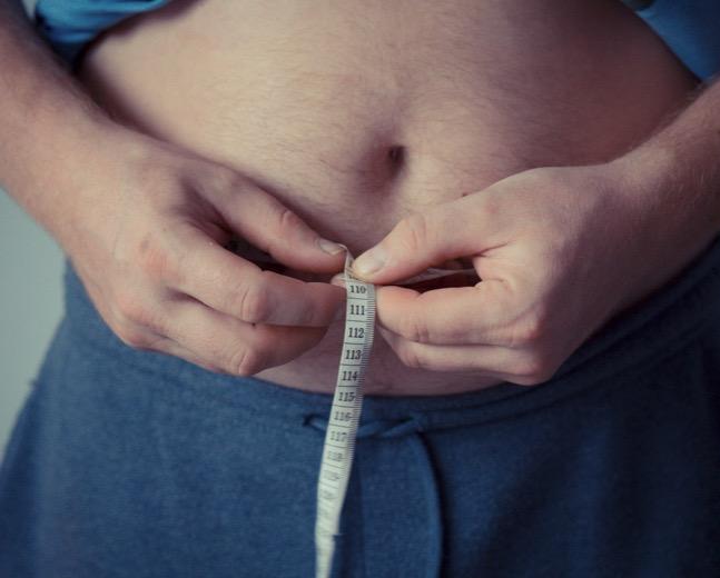 Большая окружность талии при ожирении связана с высоким риском деменции