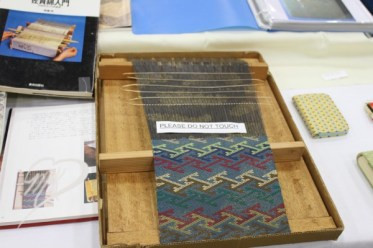 Unbelievable weaving. Approximately 1 inch per hour.