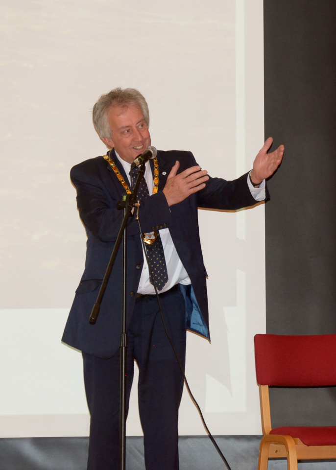 The Mayor giving his speech