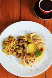 grill chicken holandaise with curry pasta