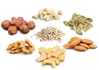 продукты для перекуса - орехи и семечки