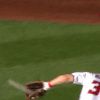 まるでイチローの背面キャッチ?ハーパーが「ノールック」捕球をイチローの前で披露|MLBファインプレー