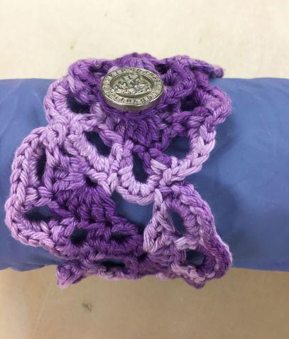 Bracelets-flowers_support-violet