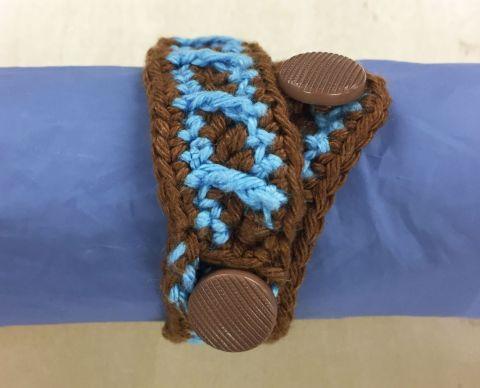 Bracelets-relief_support-rayures-bleumarron