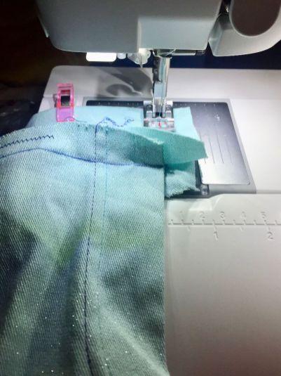 Pantalon-jeans_assemblage-ceinture-devant