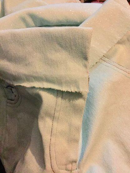 Pantalon-jeans_ceinture-rabattue