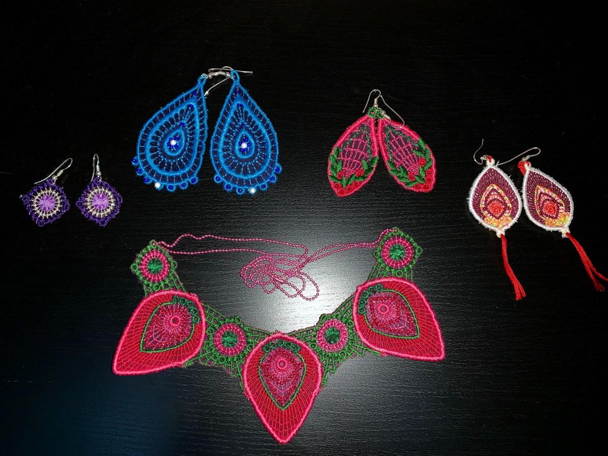 Série de bijoux à la brodeuse