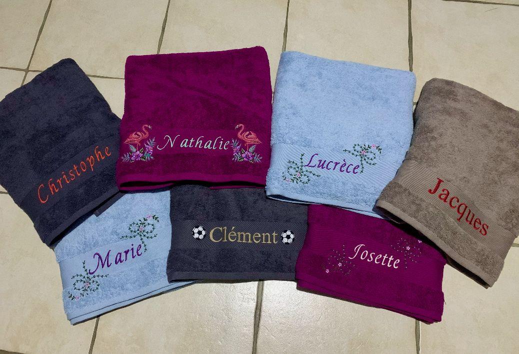 Cadeaux de Noël: des serviettes brodées
