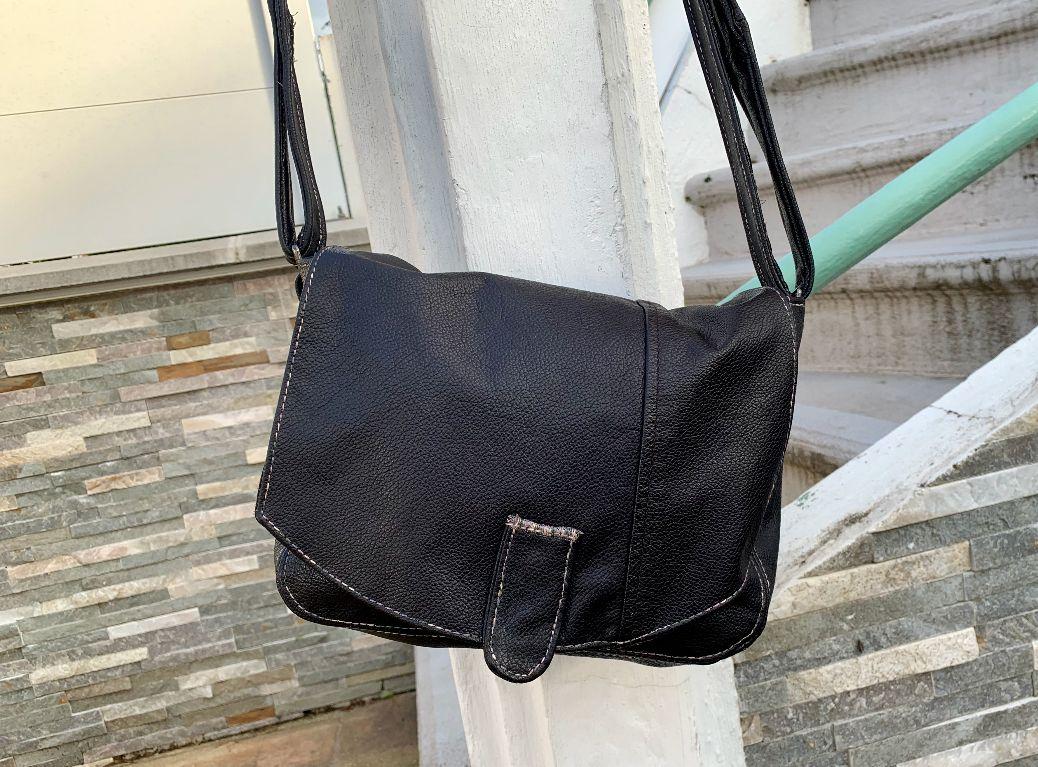 Un sac en cuir fait dans une veste