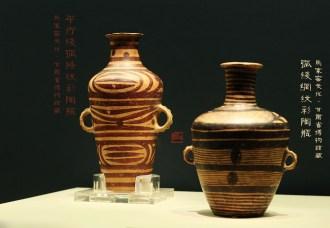 平行线弧条纹彩陶瓶 弧线网纹彩陶瓶