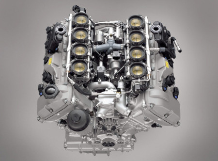 Benzinski V8 motor S65 s osam pojedinačnih usisnih leptira (na slici zatvoreni) (BMW AG)