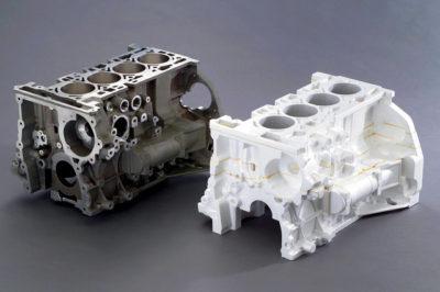 Isparavni model ili 'pena koja nestaje' je proces koji garantuje veću preciznost. Levo je gotovi aluminijumski blok, a desno polistirenski uložak kalupa (u ovom slučaju - 'pozitiv')(General Motors)