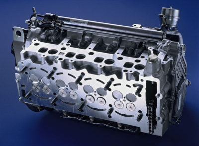 Glava motora rednog 4-cilindričnog 16V motora (Daimler AG)